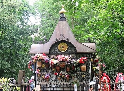 могилка святой Матроны Московской